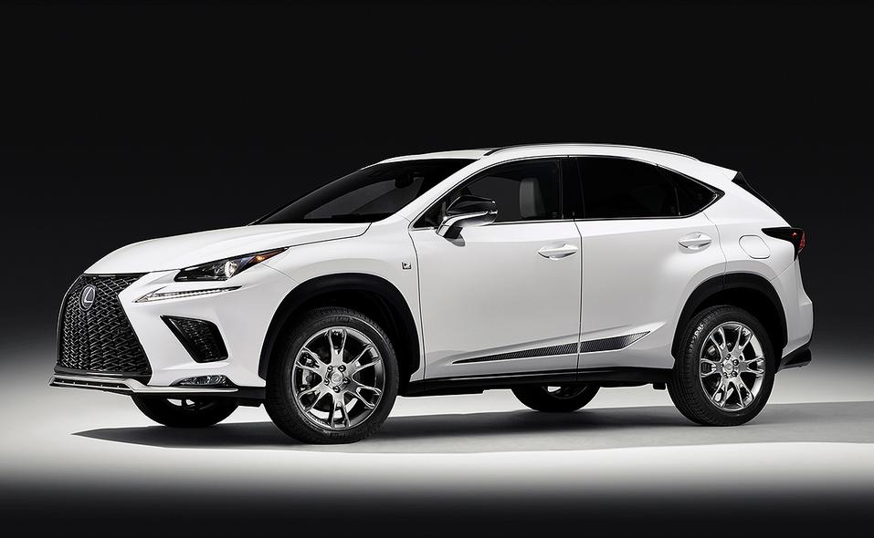 Lexus представила лимитированную спецсерию кроссовера с мощной акустикой