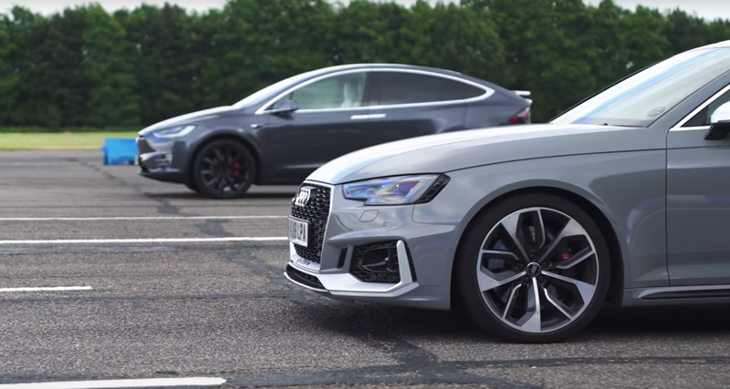 Портал Carwow показал дуэль между Audi и Tesla