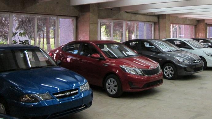 Продажи новых автомобилей в Украине резко сократились