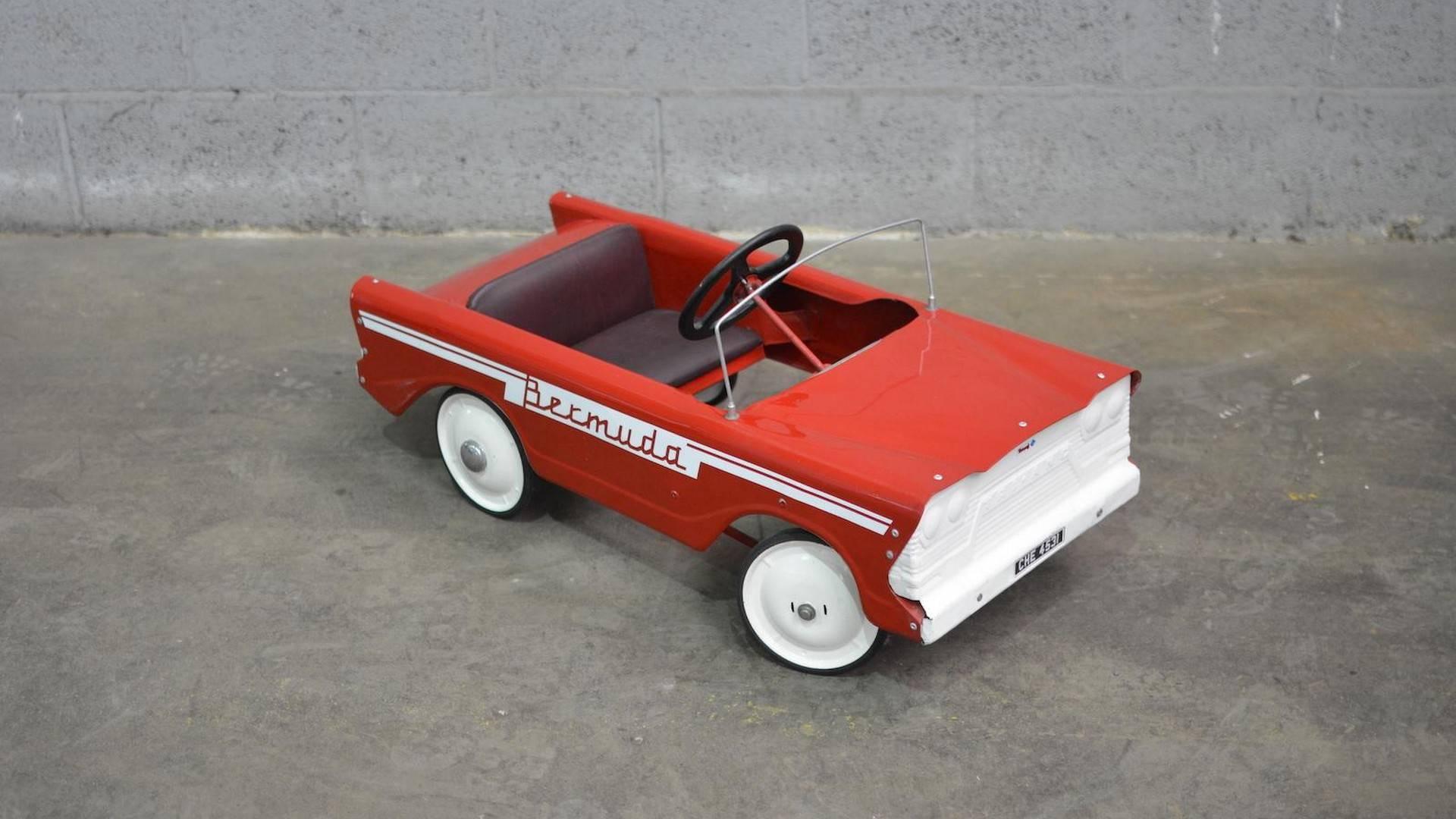 В Британии на аукцион выставлена коллекция детских автомобилей
