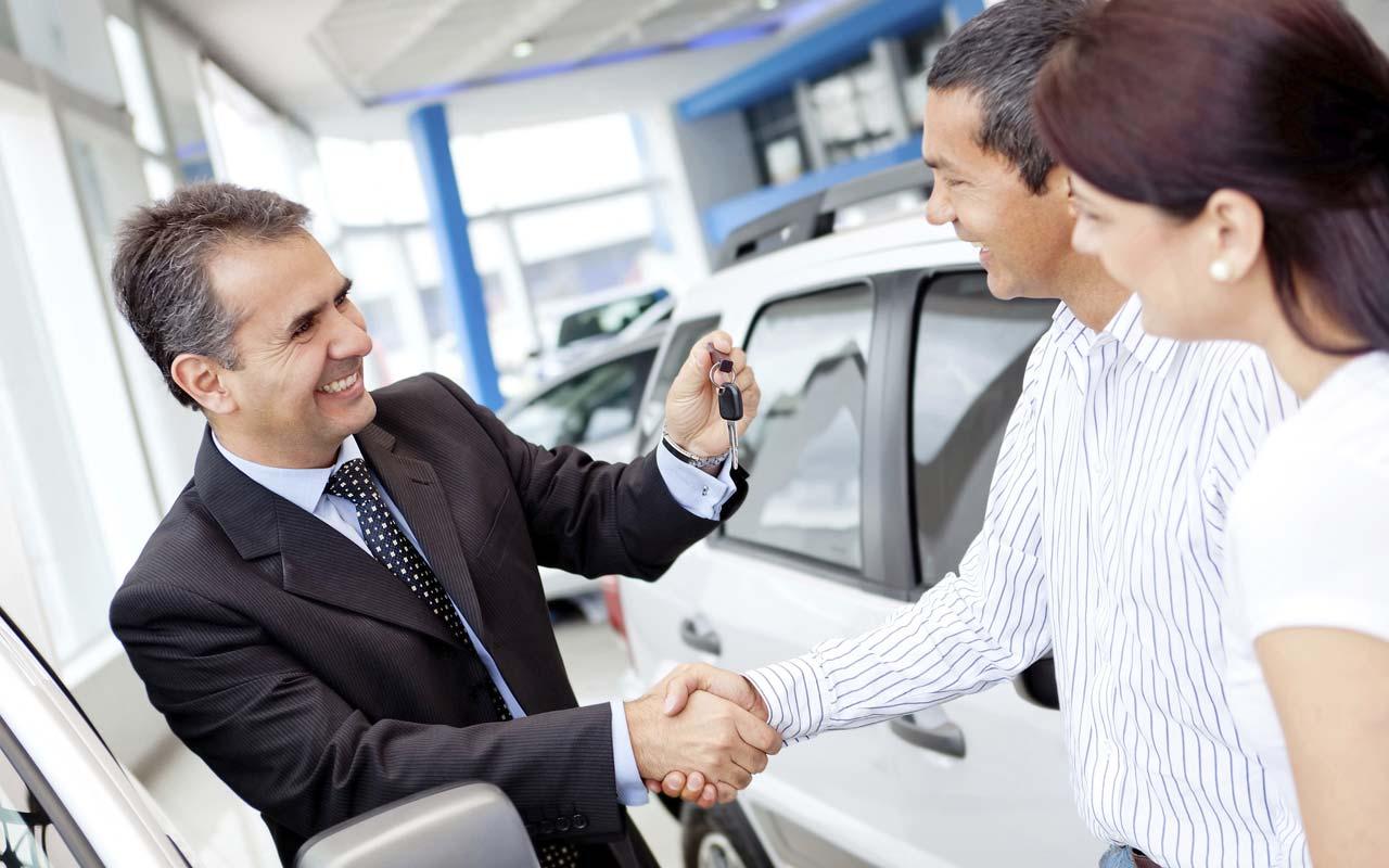 Глобальные продажи автомобилей резко упали