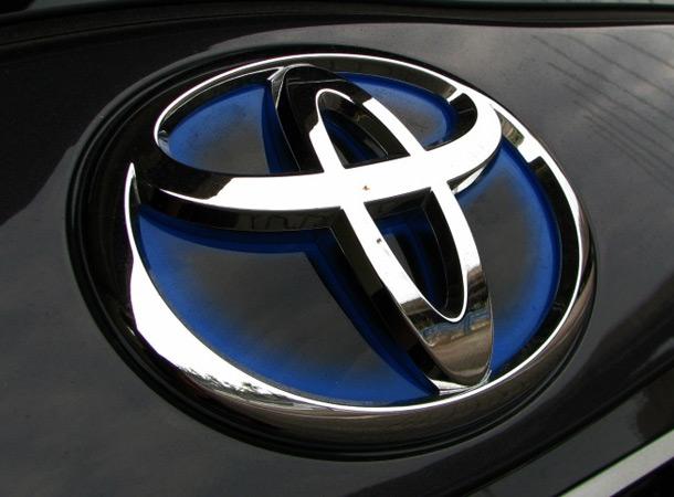 Lexus и Toyota остановили производство автомобилей. Названа причина