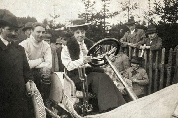 Самой известной среди автомобилистов женщине исполнилось 130 лет