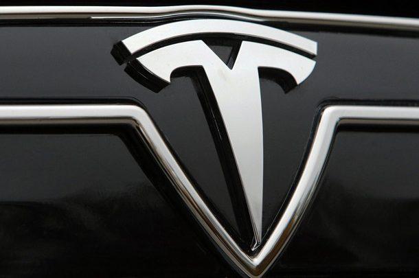 Битва электрокаров: При попытке утереть нос Porsche на Нюрбургринге Tesla сломался