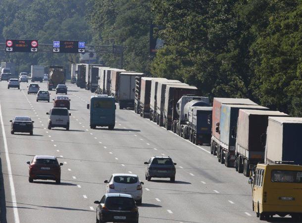 Въезд грузовикам в Киев ограничат на постоянной основе