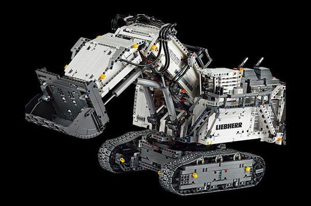 LEGO собрала самую большую в мире модель карьерного экскаватора