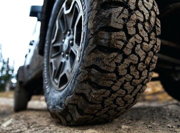 В Грузии запретили эксплуатировать «взрослые» автомобильные шины