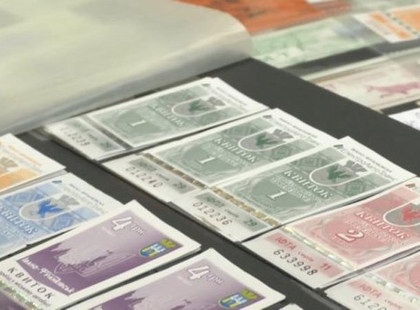 Житель Черкасс собрал уникальную коллекцию троллейбусных билетов