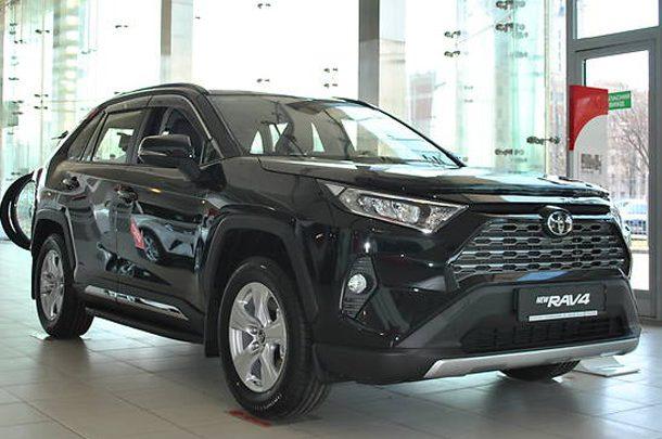 Продажи новых автомобилей в Украине в январе подскочили на треть